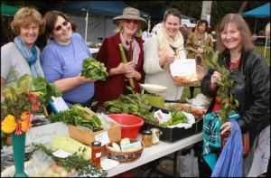 Samantha Dunn with the Food swappers at the Upwey Grassroots Market  crdunn blog